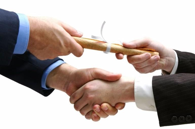 Обзор банков, выдающих кредит под поручительство физических лиц