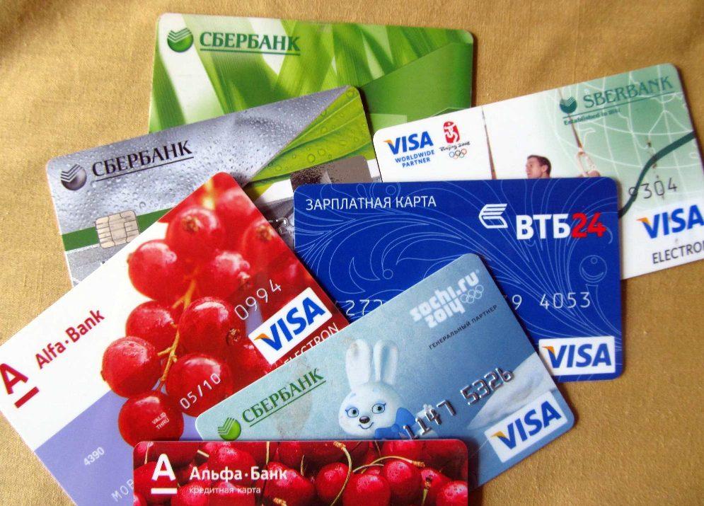 Преимущества для держателей зарплатных карт в разных банках России